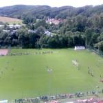 ...~ Blick über den Sportplatz in Richtung Wutha, Mosbacher Straße ~...