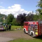 Die Feuerwehr aus Wutha-Farnroda zeigte, wie man Verletzte im Auto frei schneidet.
